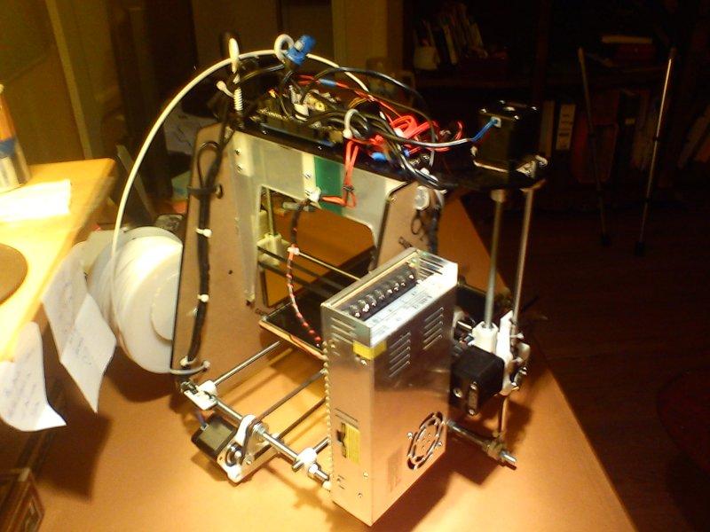 fixation de l'alimentation sur l'imprimante 3d